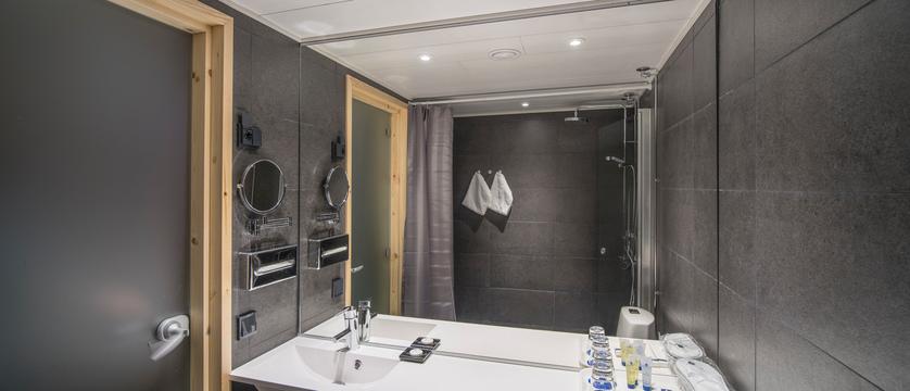 StarArctic_Bathroom.jpg